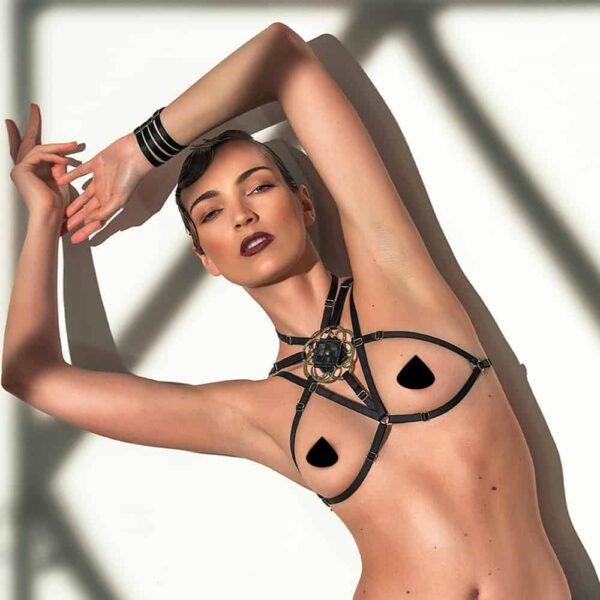 Harnais Soutien-Gorge Anahata encadrant la poitrine et resserré au cou en noir de 13ème Lune