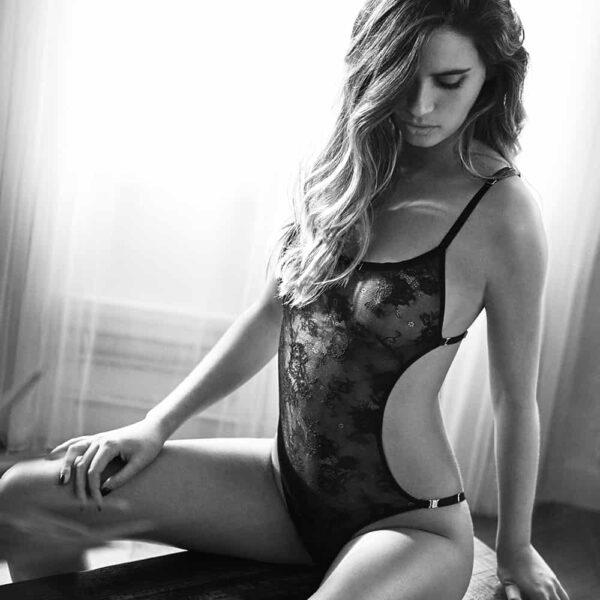 Body en dentelle noire formant un 2 pièces brassière/culotte à l'arrière Irrésistible Attraction par Atelier Amour chez Brigade Mondaine