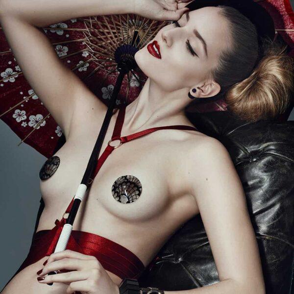 Body Harnais rubis en élastiques satinés avec ceinture à la taille pour un look dominatrice par Bordelle Signature chez Brigade Mondaine
