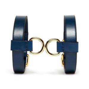 Bracelet en cuir Bleu avec attaches dorées D-ring par Domestique chez Brigade Mondaine