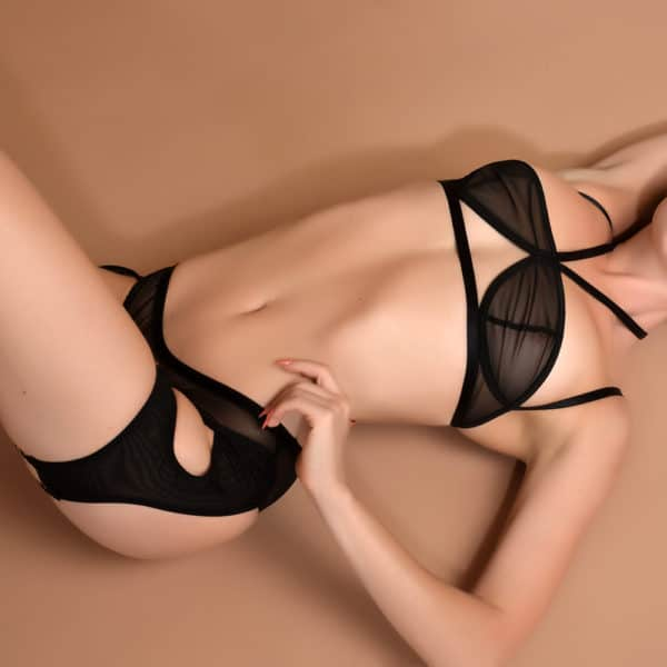 Ensemble de lingerie Obsidian en mesh transparent noir et culotte-jarretelle et dos nu ELF ZHOU chez Brigade Mondaine