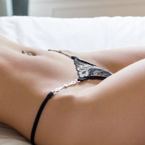 String Bijou sexy et échancré avec motifs argentés