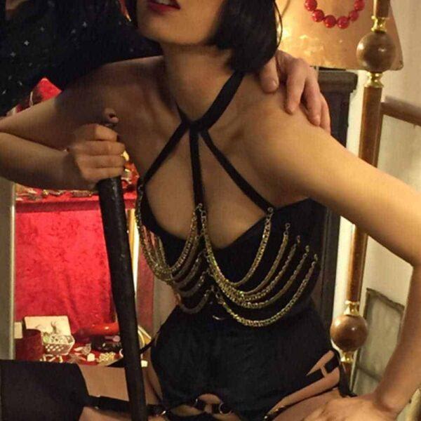 Harnais bustier chaines dorés par The Model Traitor chez Brigade Mondaine