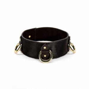 The Model Traitor 3D necklace en cuir noir et finitions dorées chez Brigade Mondaine