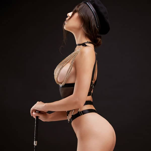 Costume de roleplay string en résille noir et chaînes dorées recouvrant les seins BAED STORIES chez Brigade Mondaine