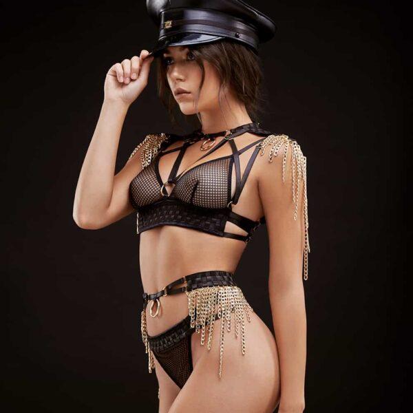 Custome de roleplay avec string et ceinture et soutien-gorge triangle en résille et satin croisé avec épaulettes et chaines dorées BAED STORIES chez Brigade Mondaine