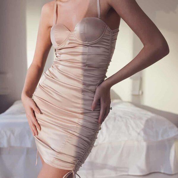 Robe lingerie en satin nude chair cintré avec dos nu OW INTIMATES chez Brigade Mondaine