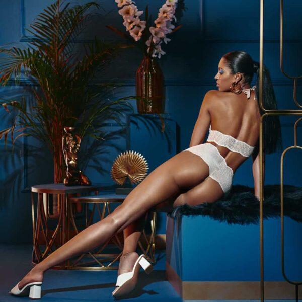 Culotte taille-haute avec perles stimulantes en dentelle ivoire collection SYDNEY avec petit noeud sur le devant BRACLI chez Brigade Mondaine