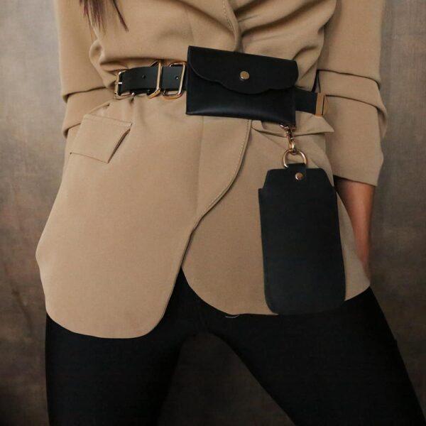 ALBANE BELT avec deux pochettes amovibles en cuir noir finitions en métal doré de MIA ATELIER chez BRIGADE MONDAINE