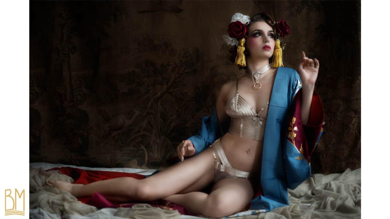 Ensemble de lingerie avec choker, couleur crème en élastiques satinés et plaqué or 24 Carats de BORDELLE collection SIGNATURE chez BRIGADE MONDAINE