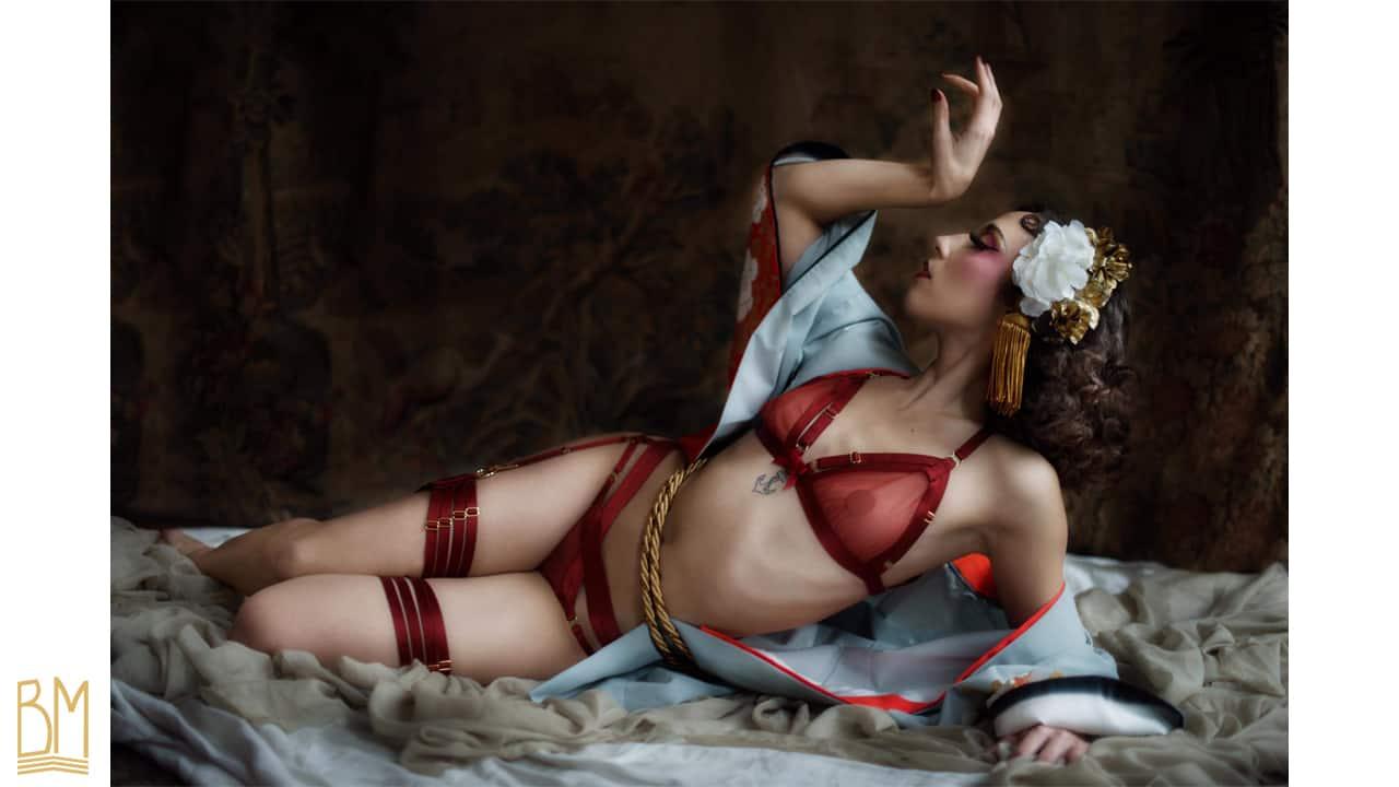 Ensemble complet de lingerie rouge transparent avec des élastiques ajustables de BORDELLE collection SIGNATURE chez BRIGADE MONDAINE
